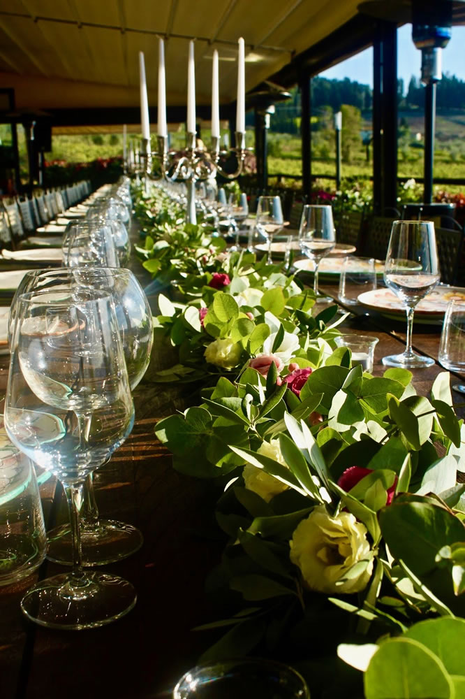 Festone eucalipto ed ulivo, lisianthus e bacche, tavolo matrimonio