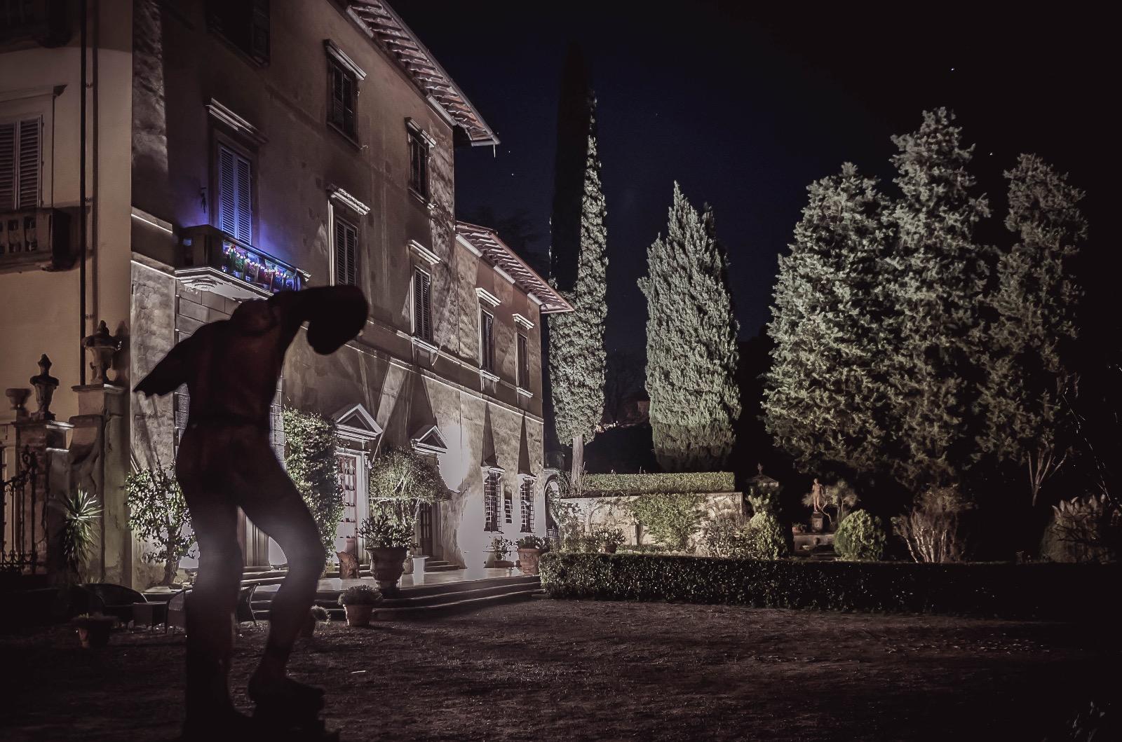 Villa by night3