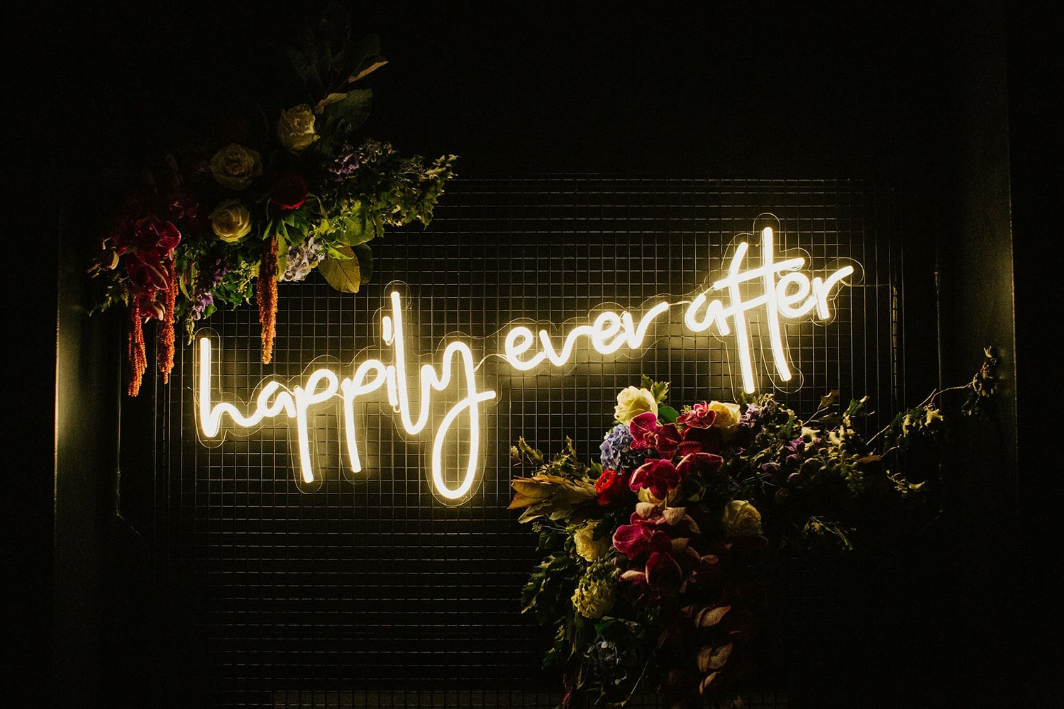 Happily-Ever-After-Neon-Sign-Custom-Neon