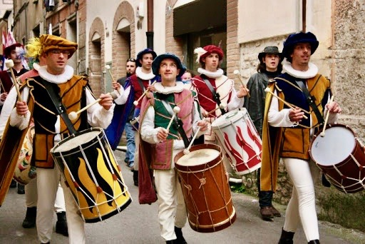 Florence- drummers- flag-wavers